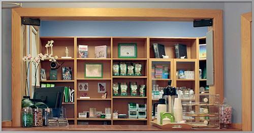 Greenpoint-Veterinary-Hospital_Front-Desk_500