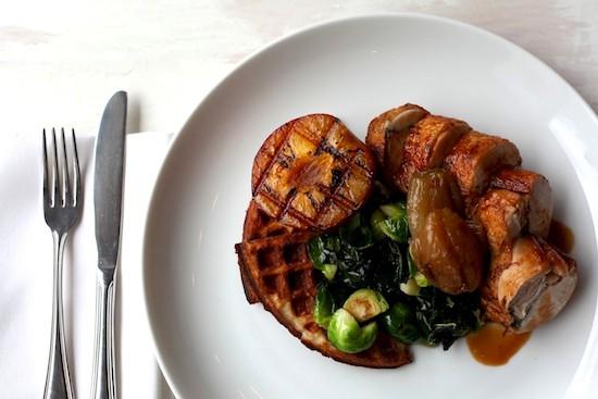 Chicken_waffles_Esme_Greenpoint_Rosie_de_Belgeonne
