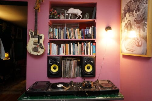 At home with Tiger Tooth, photo: Andy P. Smith