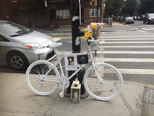 A neighborhood memorial for Neftaly Ramirez. Photo by Julia Moak